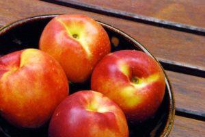 Персики кормящей маме можно ли