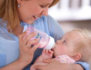 Ребенок плачет после кормления смесью