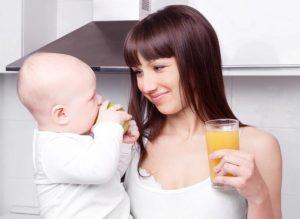 Можно ли кормящей маме пить