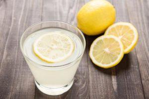 Можно ли кормящей маме пить чай с лимоном