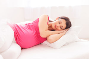 Почему беременным хочется спать в первом триместре