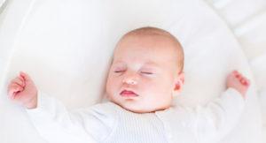 Почему во время кормления у ребенка потеет голова