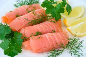 Можно ли кормящей маме красную рыбу