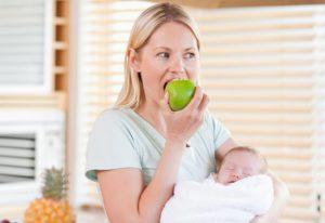 Можно ли кормящей маме яблоки в первый месяц