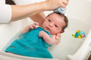 Можно ли купать ребенка после кормления