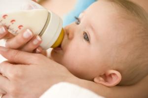 Искусственное вскармливание новорожденного с первых дней