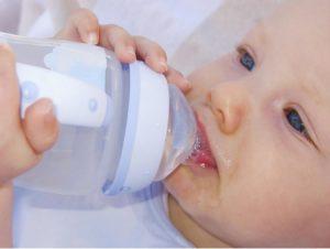 Новорожденный ребенок икает после кормления что делать