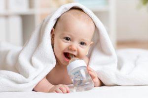Ребенок на искусственном вскармливании не пьет воду