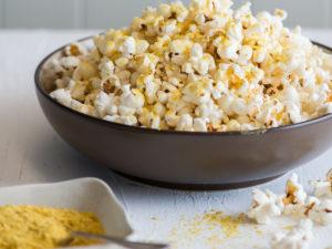 Можно ли кормящей маме попкорн