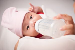 Как поить новорожденного водой при искусственном вскармливании