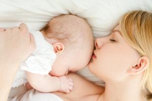 Ребенок засыпает при кормлении на гв