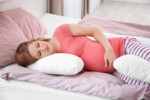 Можно ли беременным спать на животе в первом триместре